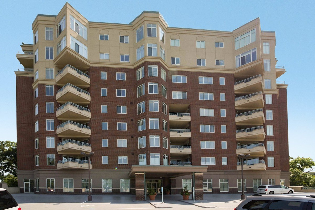 towers-normandale-lake-condos-8301-creekside-dr-bloomington-760-1