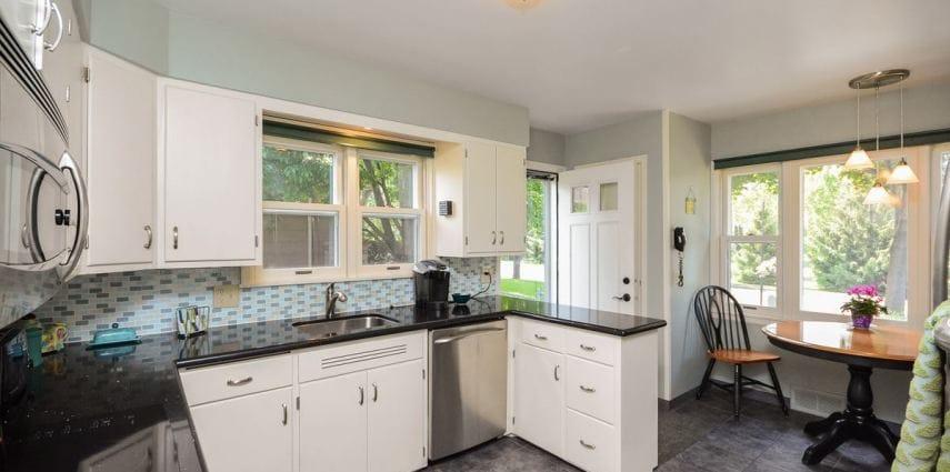 <span>Lakeshore Living:</span> 5601 Woodlawn