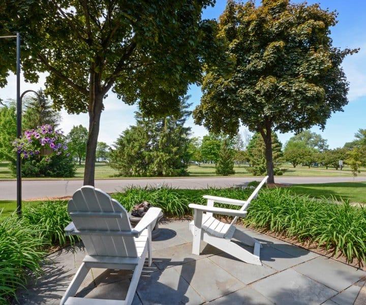 Lakeshore Living: 5601 Woodlawn