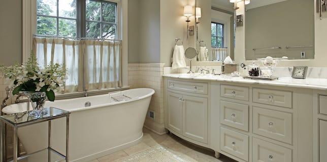 free-standing-soaking-tub-bath-luxury