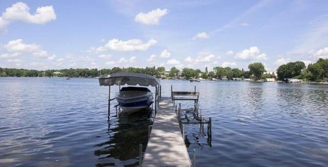 lake-minnetonka-watefront-homes-smithtown-bay