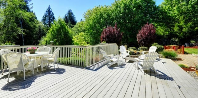 outdoor-entertaining-home-tips-deck